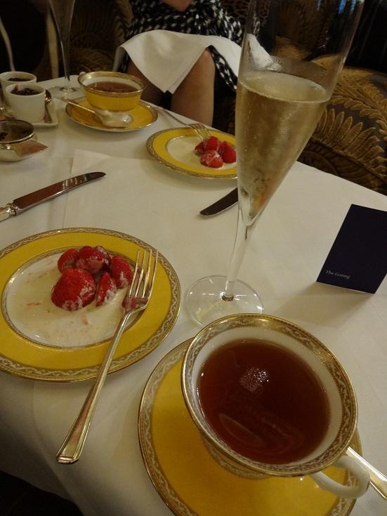 シャンパンと苺シャンテ