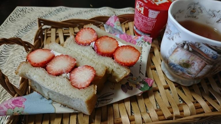 苺のサンドウィッチ