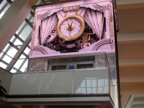 ラウンジ内の時計