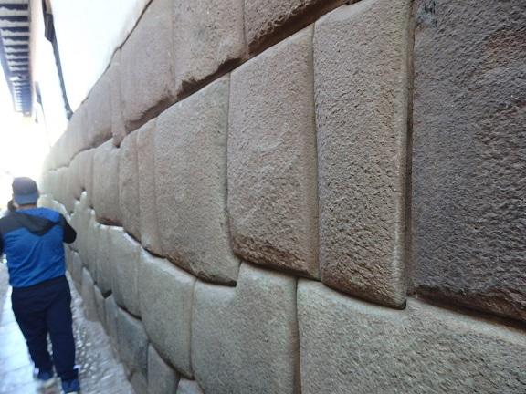 インカの石積み壁