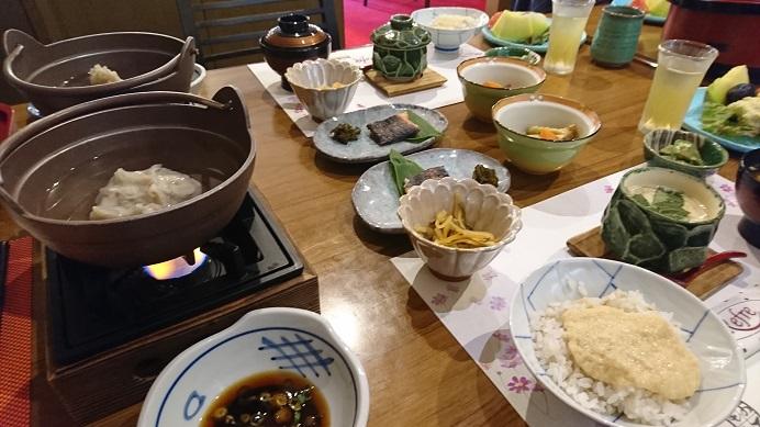 とろろご飯と蕎麦がきの朝食