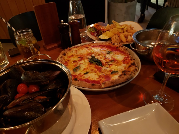 チリマッスルとピザ