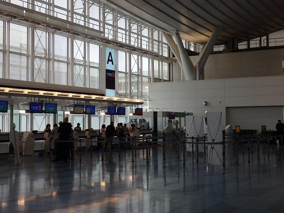 羽田空港シンガポール航空チェックインカウンター