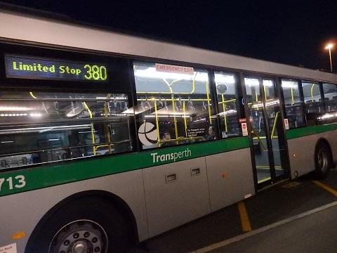 380番のバス