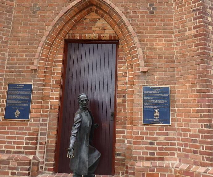 クロイスターの司教像