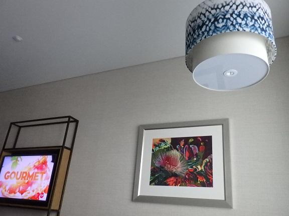 お部屋の照明と絵画