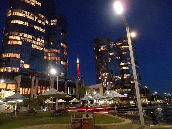 スワンベルタワーが見える夜景
