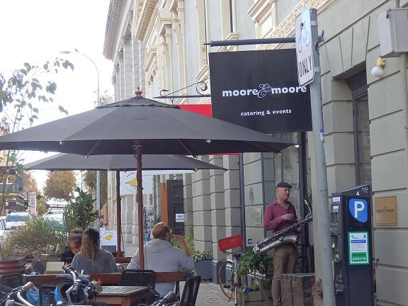 生演奏が聴けるカフェ