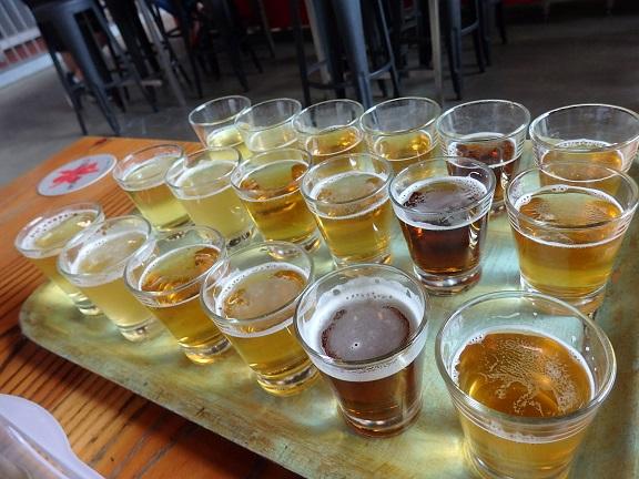 試飲するビールの数々