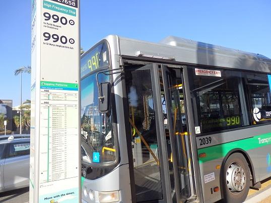 スカボロに行く990番のバス