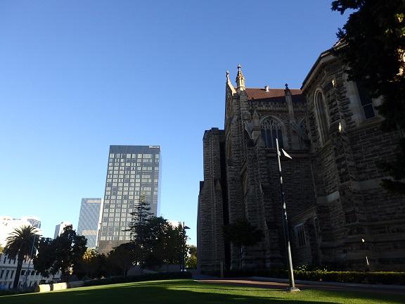 大聖堂からウエスティンが見える