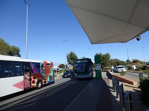 空港のバス停
