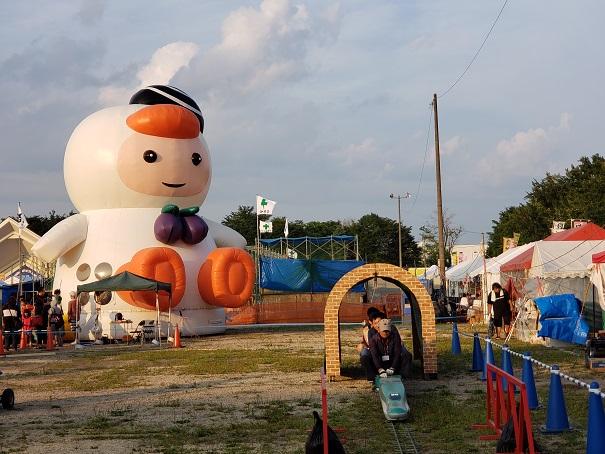 港祭り会場の巨大トマチョップ