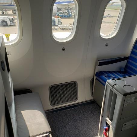 シートは窓4個ぶんの広さ