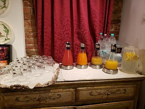 朝食会場のジュース各種