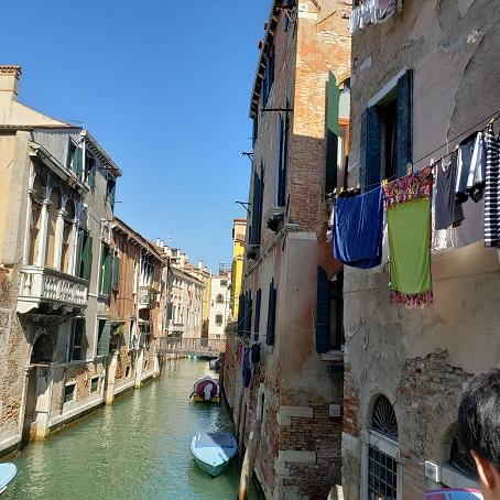 ヴェネツィアの洗濯物までもが絵になる風景
