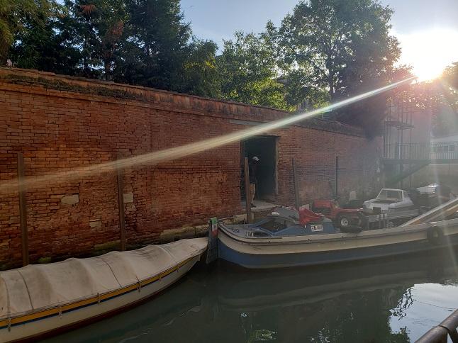 早朝のカンナレッジョに浮かぶボート