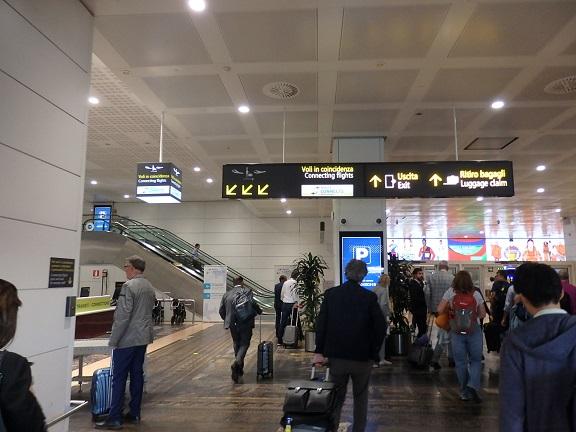 ヴェネツィア空港内
