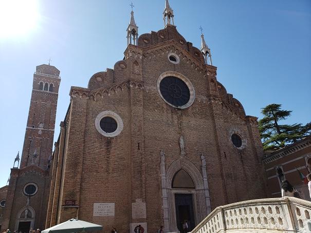 サンタ・マリア・グロリオーザ・ディ・フラーリ教会