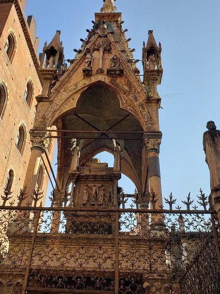 マスティーノ2世の石棺
