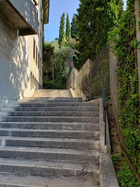 サンピエトロに続く階段。