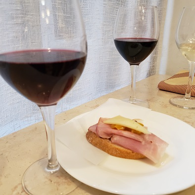 赤ワインと生ハムのチケッティ
