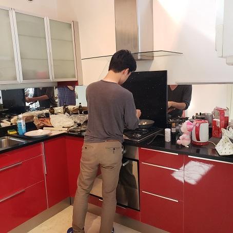 Rシェフの調理の様子