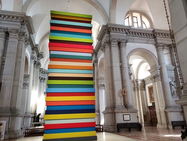 ショーン・スカーリのバジリカという色とりどりの作品