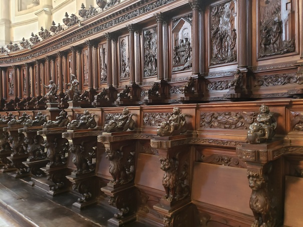 聖歌隊の部屋の椅子