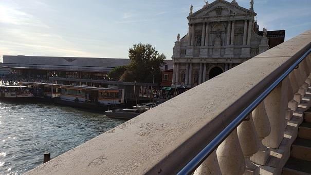 スカルツィ橋から駅方面を見る