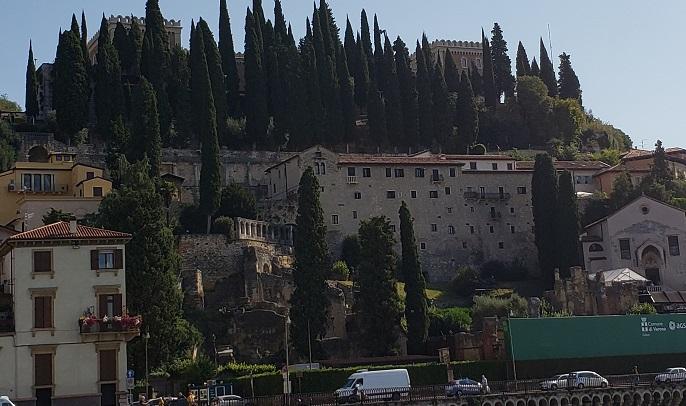 ローマ劇場、考古学博物館、サンピエトロの丘