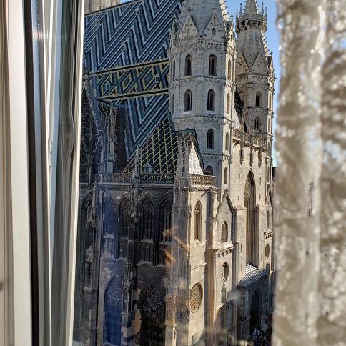 窓からのシュファン大聖堂の眺め