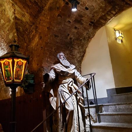 入り口の像
