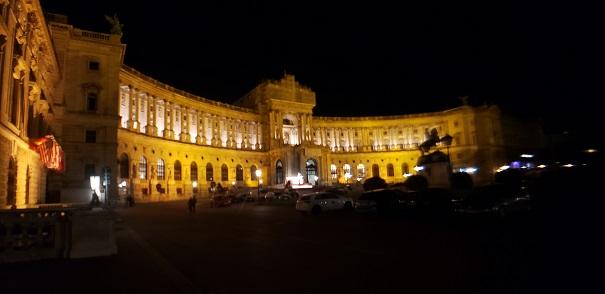 ホーフブルン宮殿の夜景