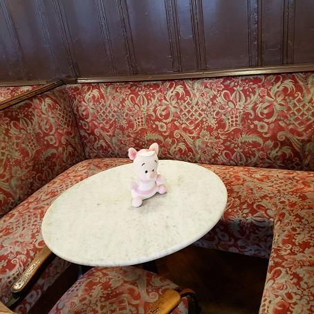 カフェ・シュペールの席