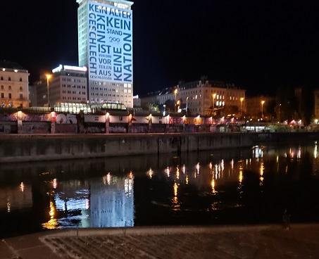 夜のドナウ川