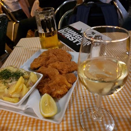 ウィーン風カカツレツとワインなど