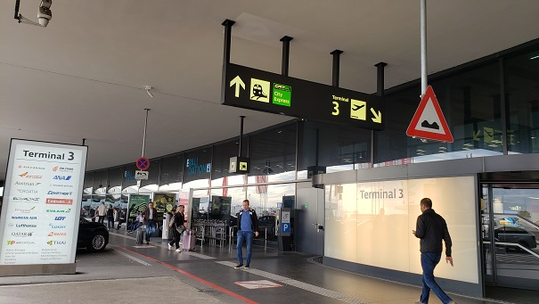 空港入り口