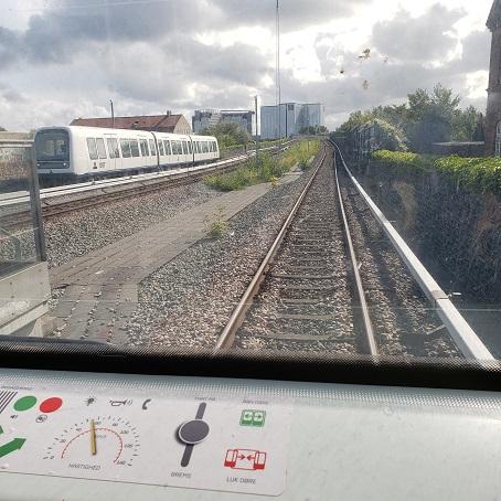 地下鉄車内からの風景