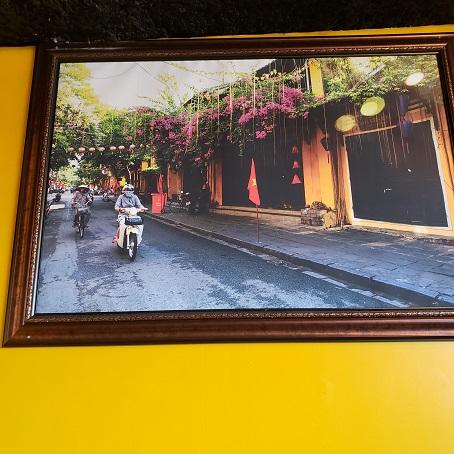 飾られているヴェトナムの風景写真。