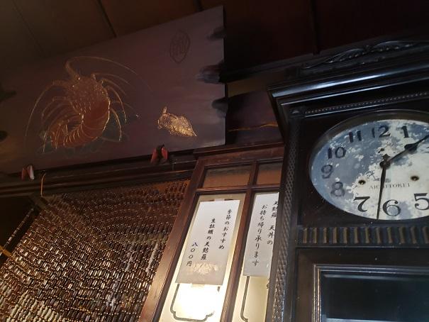 古い掛け時計もある。