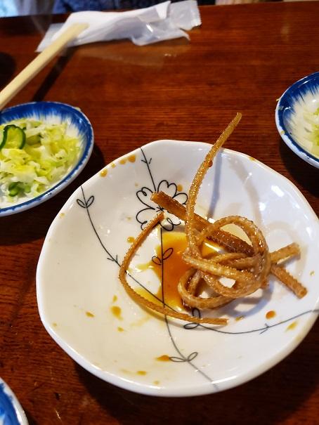 ビールの魚はアナゴの骨のから揚げ。