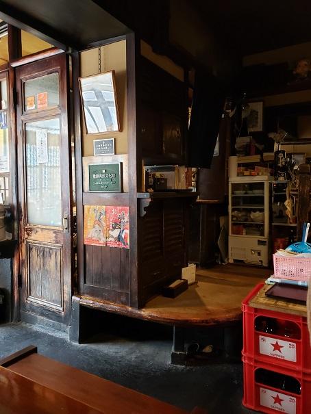 古い構えの店内