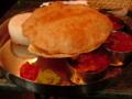 鶏のオフィス近所の南インドランチ。ナンじゃなくて、うすい揚げパン