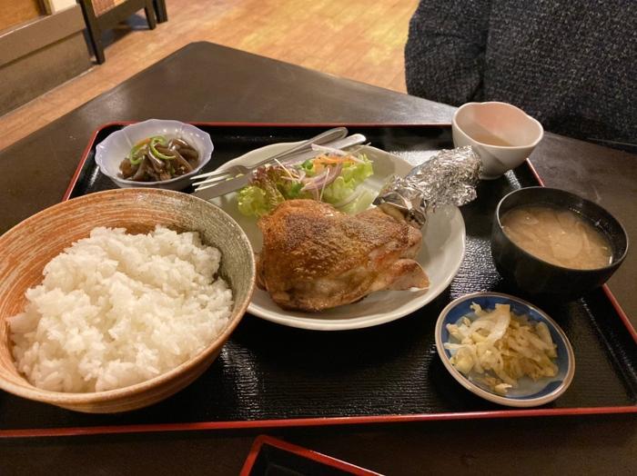 鶏のモモ焼き定食