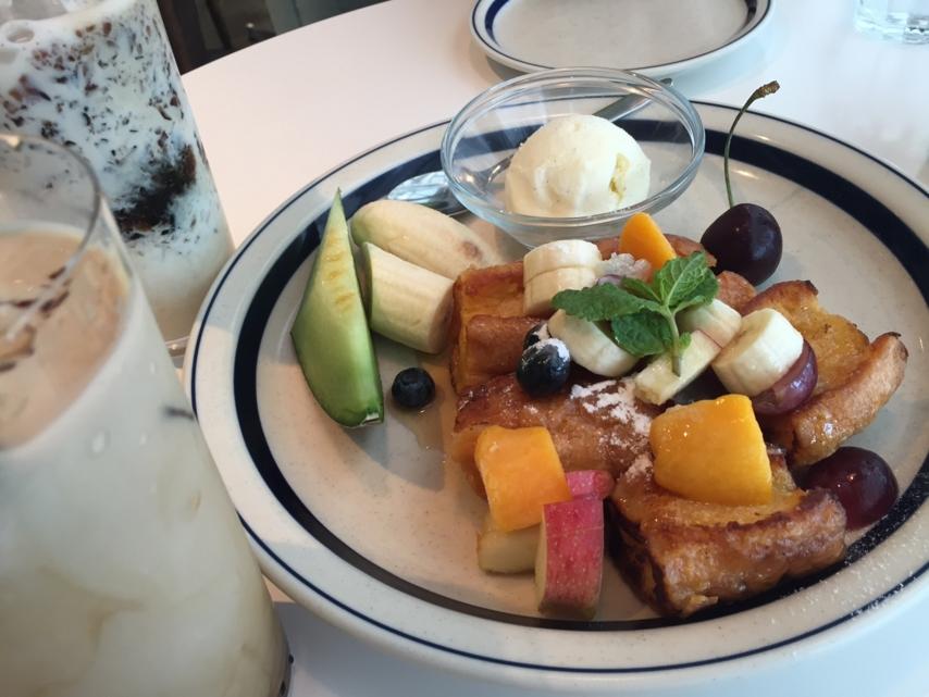 彩りフルーツのフレンチトースト、コーヒーゼリーミルク、ショコララ
