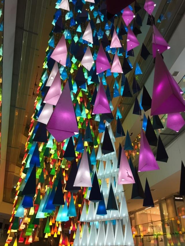 100色のクリスマスツリーの森