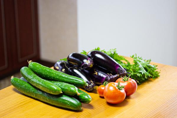 家庭菜園、夏野菜収穫、トマト、きゅうり、なす、大葉