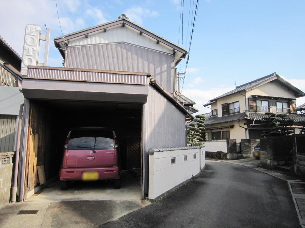 江南市小折町 中古住宅 車庫