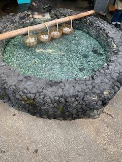 温泉に浸かる卵